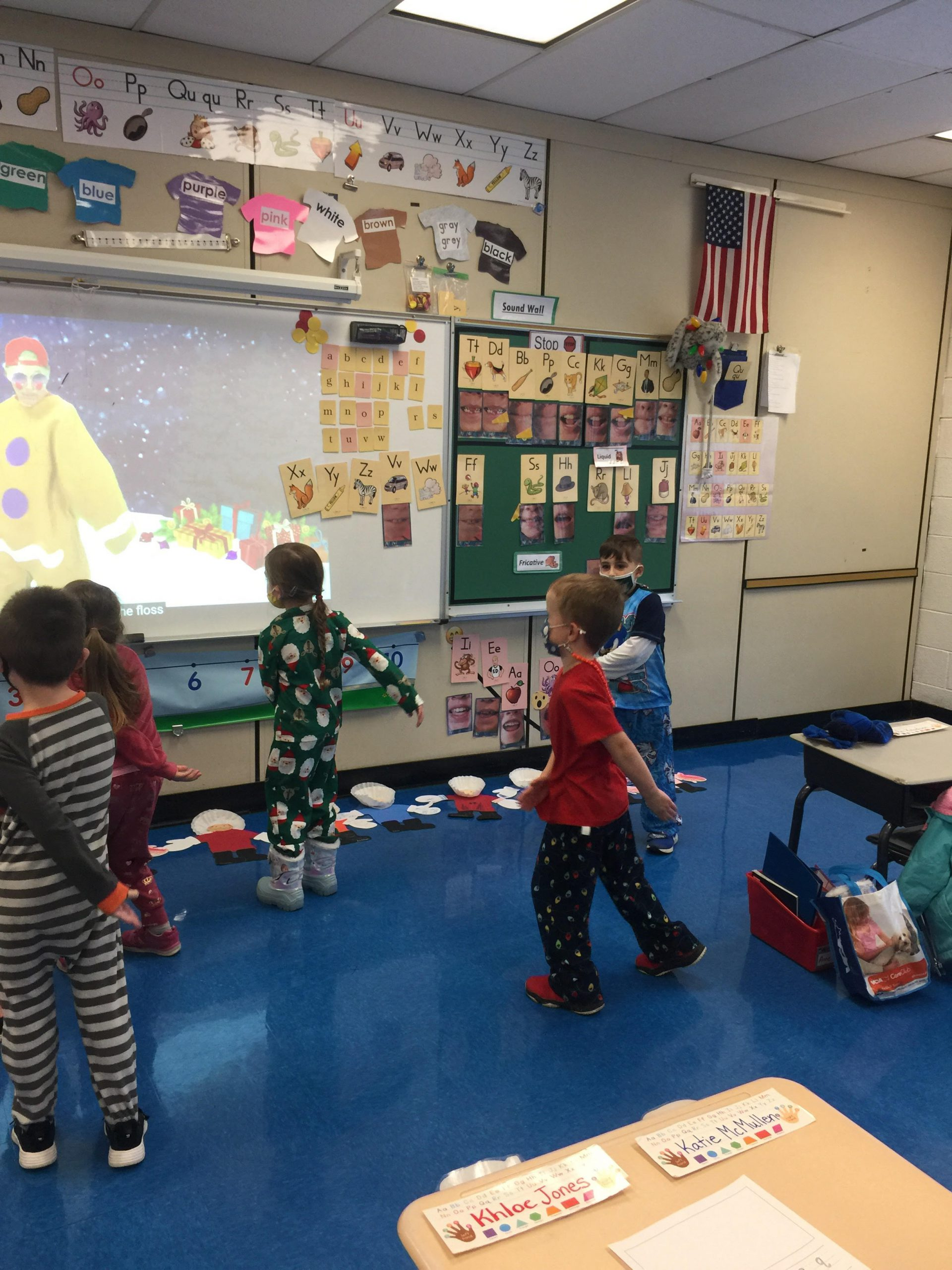 Ms. Shares' kindergarten students at Chango enjoy a gingerbread dance and freeze activity.